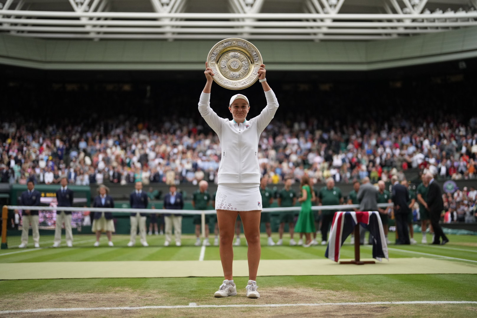 VIDEO/ Barty fiton turneun e Wimbledon, mund çeken Pliskova në finale