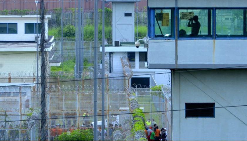 Trazira të përgjakshme në dy burgje në Ekuator, humbin jetën 8 persona, plagosen 20 të tjerë