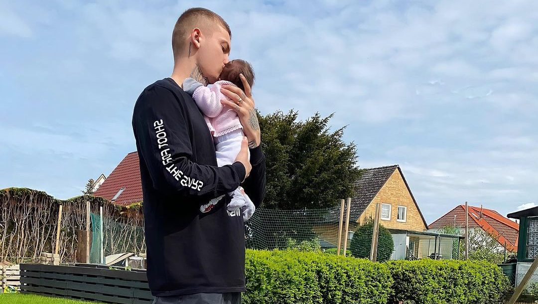 Një baba i përkushtuar, Fero ndan foton e adhurueshme me të bijën