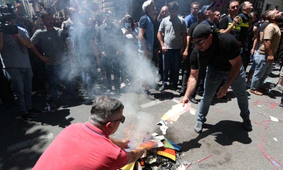 Gjeorgji, mbi 50 gazetarë sulmohen dhe shtrohen në spital gjatë protestave të dhunshme
