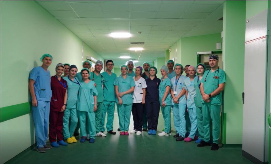 Tjetër ndërhyrje e suksesshme realizuar nga ekipi i mjekëve kirurgë të përgjithshëm të Spitalit Hygeia