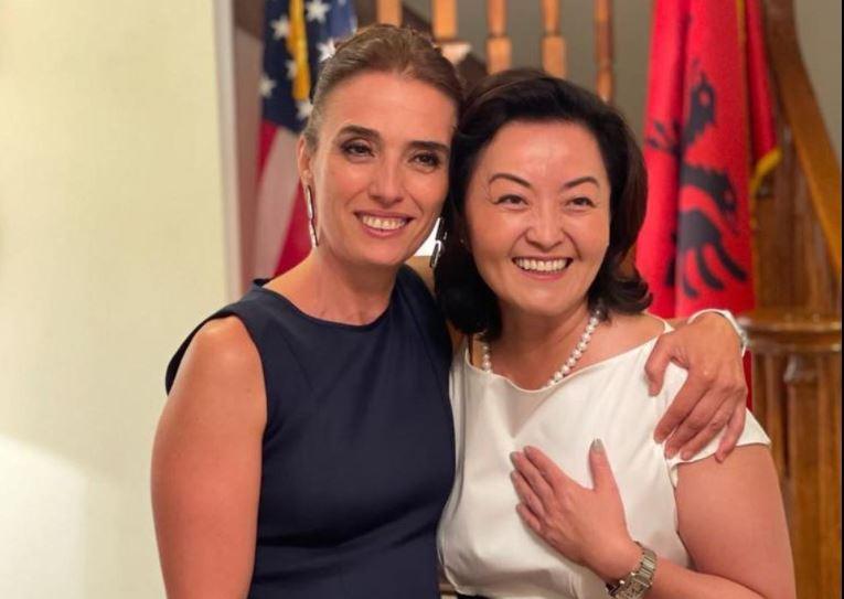 Përqafime dhe buzëqeshje, Yuri Kim takon sopranon e njohur: Muzika dhe fuqia e shpresës