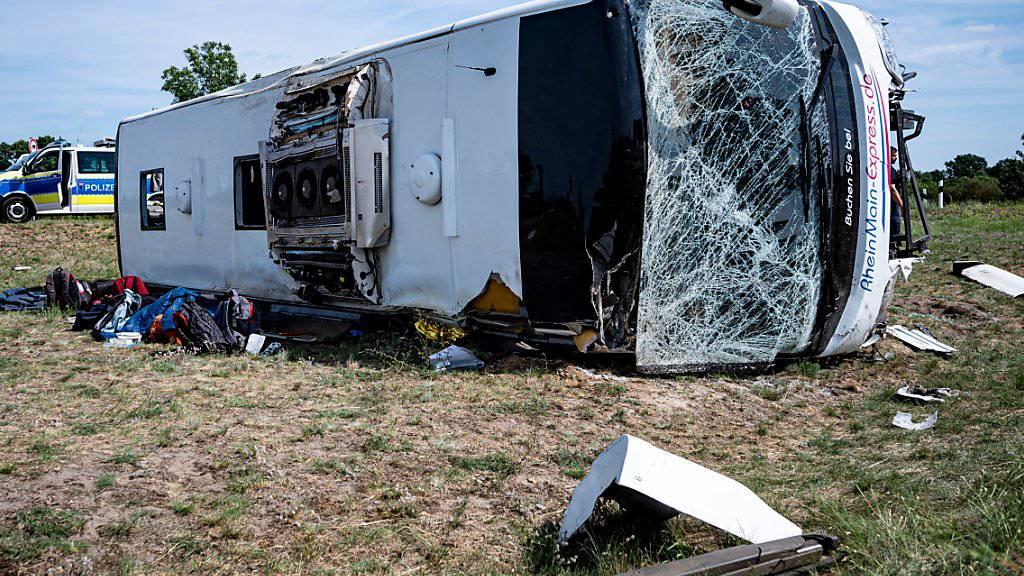 Ishte nisur nga Serbia, autobusi përmbyset në rrugë në Gjermani, plagosen 19 persona, 9 rëndë