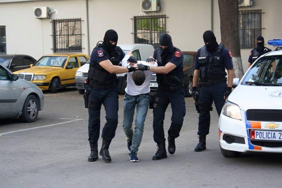 Me pistoletë në brez, arrestohet 14-vjeçari në Lezhë