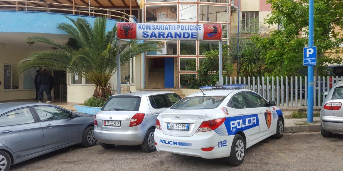 Goditi me sende të forta një 39-vjeçar dhe i dëmtoi automjetin, ndalohet 58-vjeçari në Sarandë