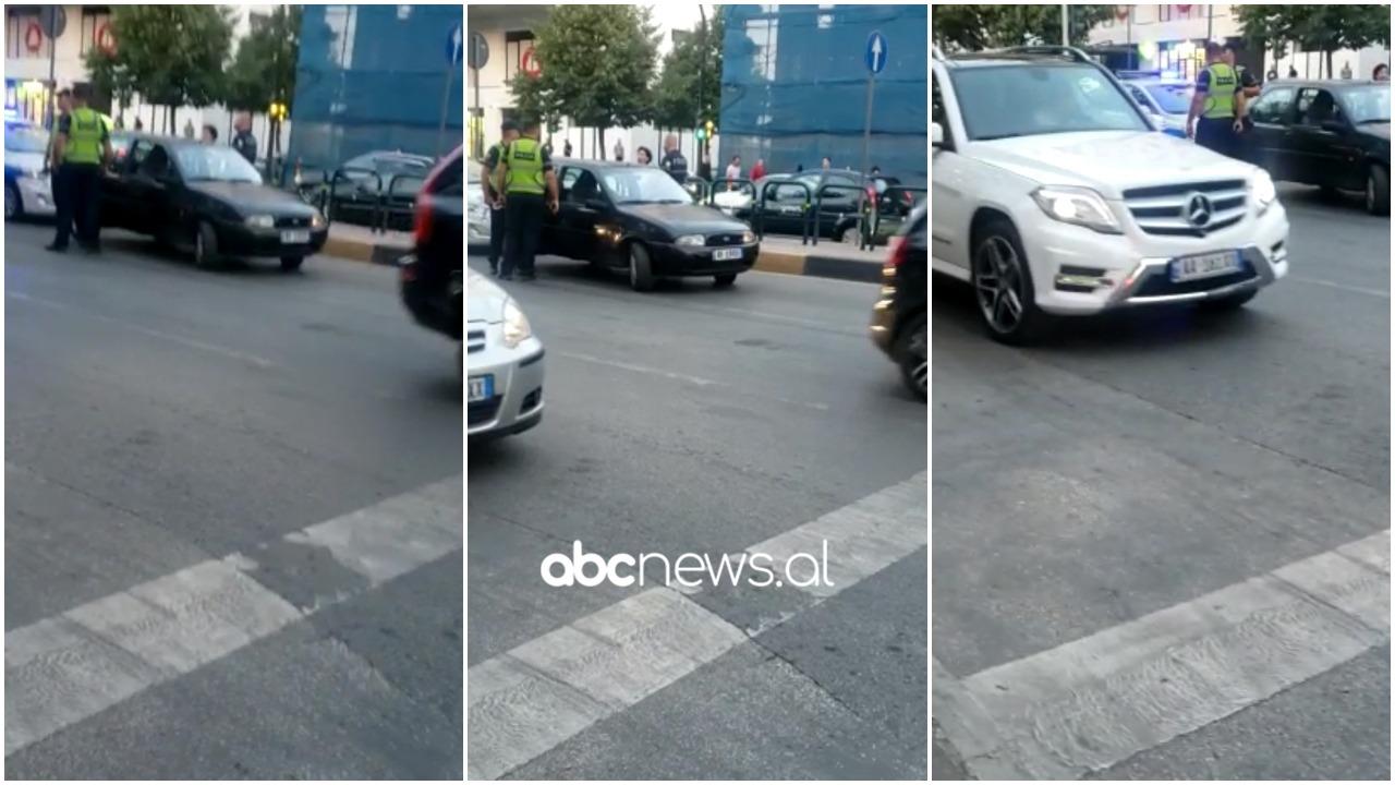 """""""Blic"""" në mes të Tiranës, policia rrethon """"Fiat""""-in, i riu ikën me vrap, kthehet me duart lart (VIDEO)"""