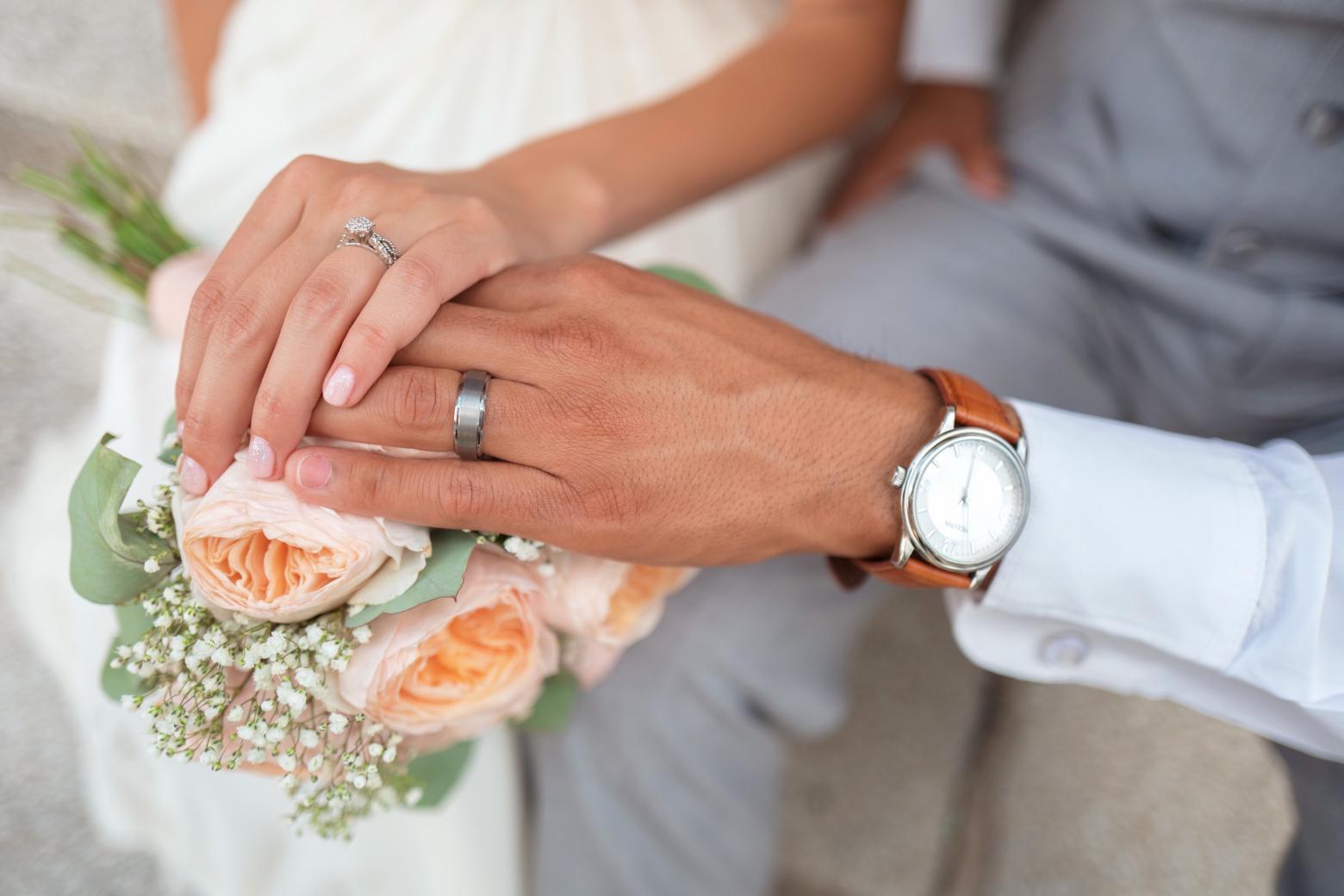 Nusja telefonon policinë dhe ndërpret dasmën: Nuk e dua burrin
