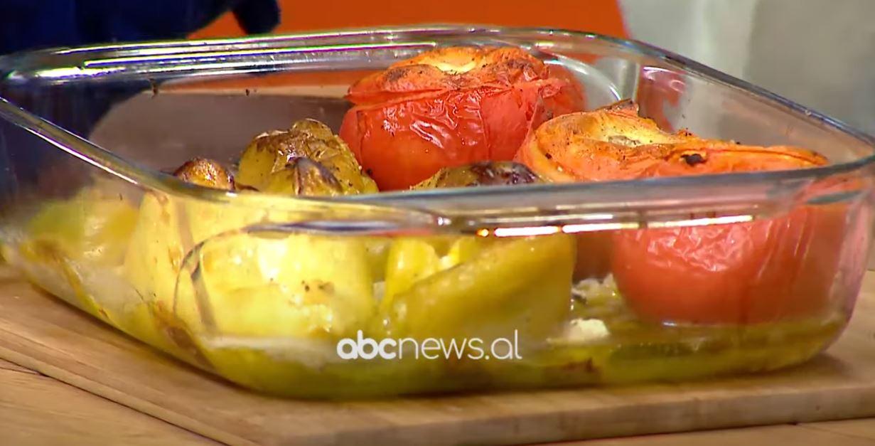 Tavë me domate e speca të mbushur me djath – Receta nga Florenca Reçi