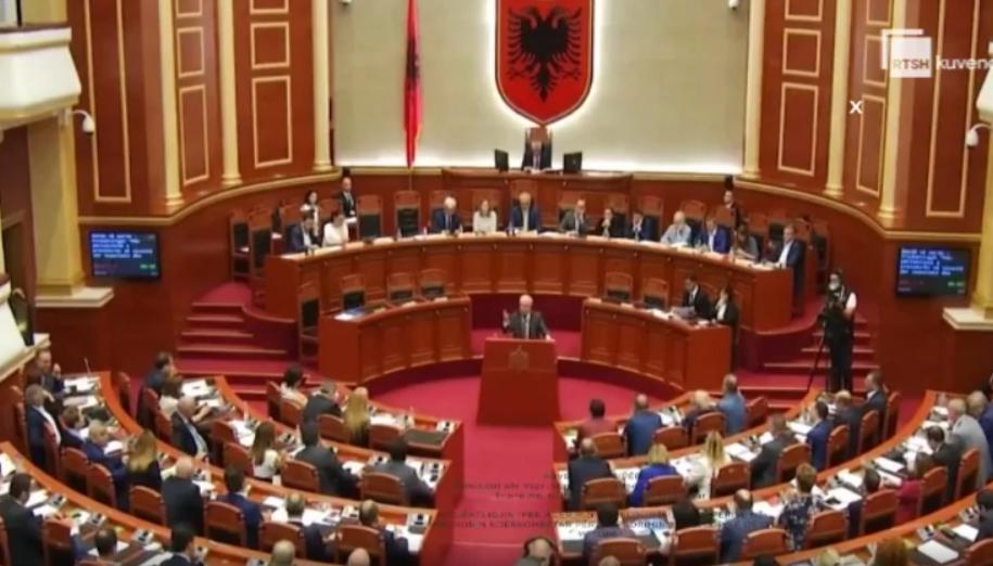 Kuvendi miraton aktin normativ për marrëveshjen me Pfizer e ndryshimet në buxhetin e 2021