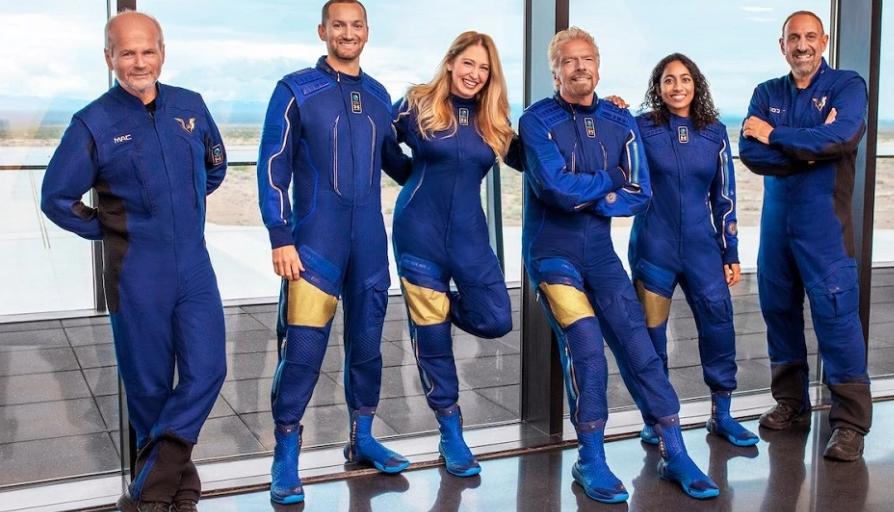 """""""Lufta"""" e miliarderëve për të prekur hapësirën: Branson gati për fluturim të dielën, Bezos i radhës"""