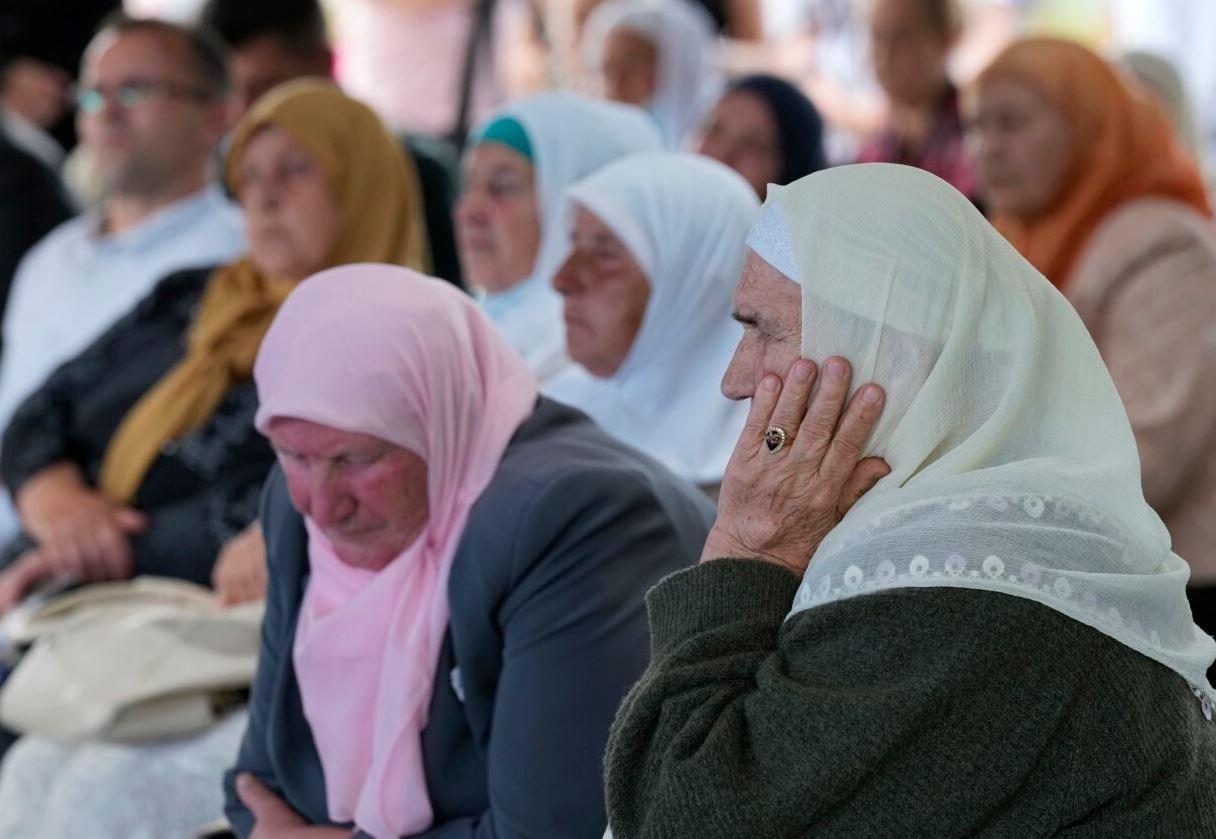 Dëshmitë rrëqethëse për gjenocidin në Srebrenicë: Do të vdes pa e varrosur djalin