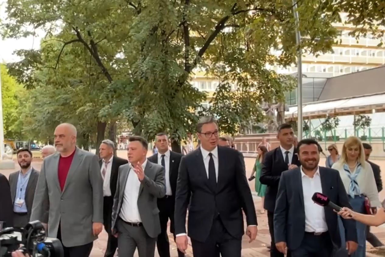 Minishengeni ballkanik, Rama në Shkup, takohet me Zaev dhe Vuçiç