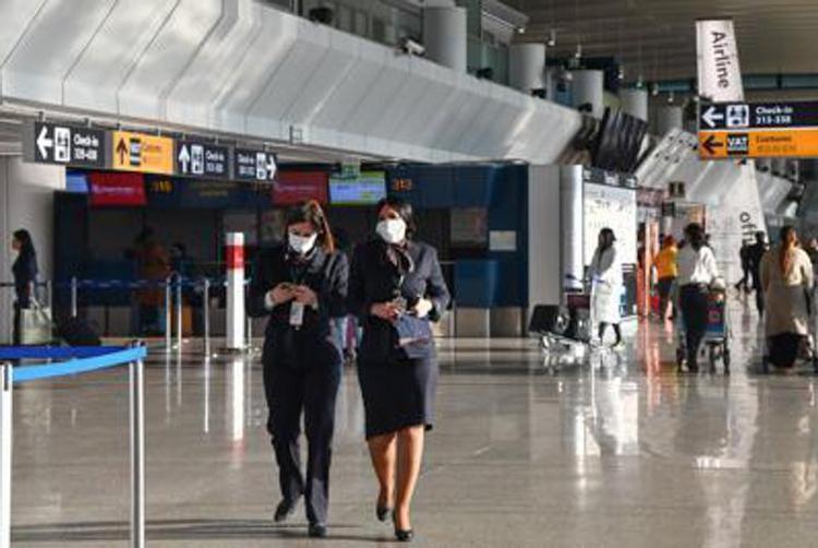 Italia lehtëson masat për udhëtarët shqiptarë, futet në fuqi karantina 5 ditore