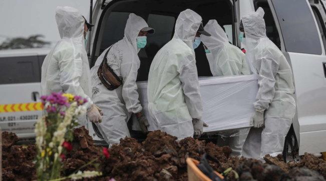 Indonezia regjistron mbi 1 mijë viktima nga Covid-19