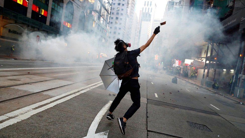 Biden lejon banorët e Hong Kong të qëndrojnë në SHBA për 18 muaj