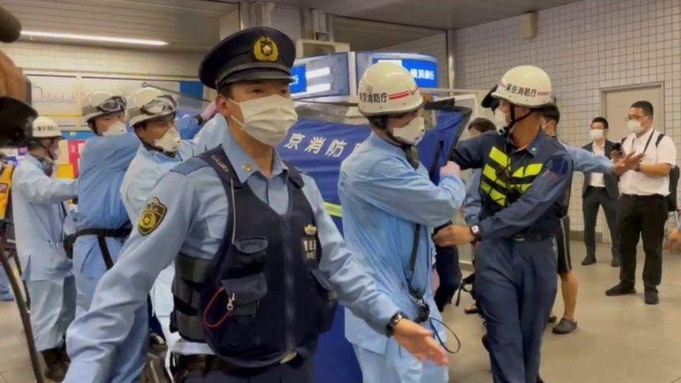 Sulm me thikë në një tren,  plagosen 10 persona në Tokio