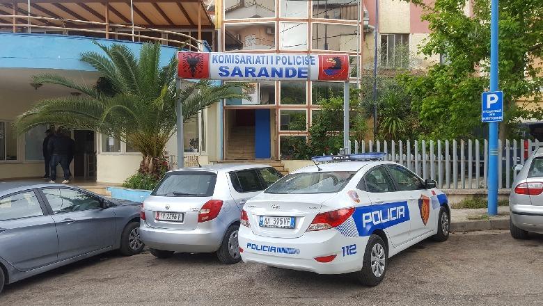 Plagoset me thikë 16-vjeçari në Sarandë, me urgjencë drejt Tiranës, autorit i vihen prangat