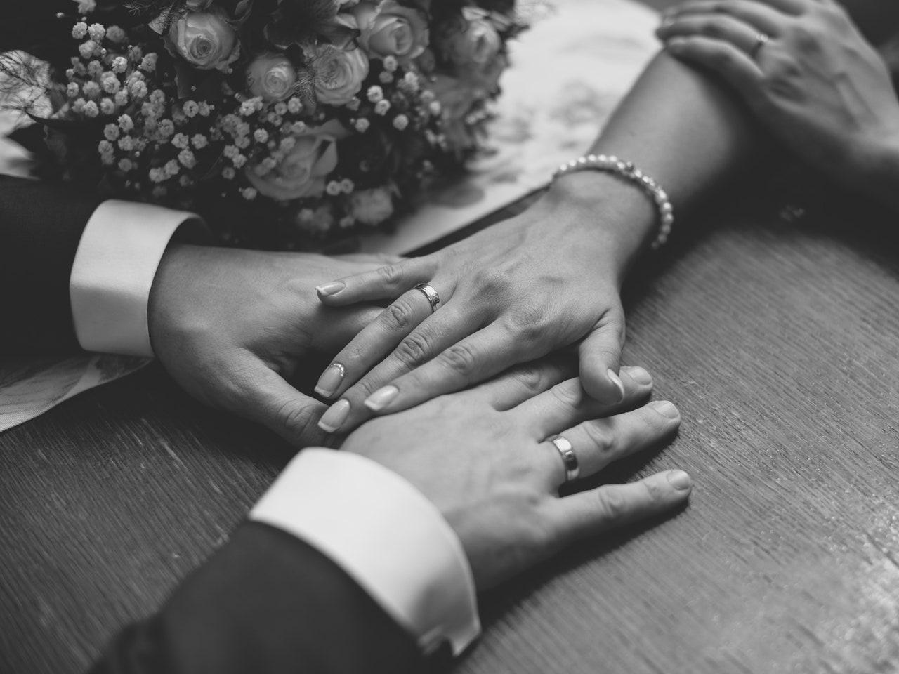 Si mund ta mbani gjallë dashurinë pas martesës?