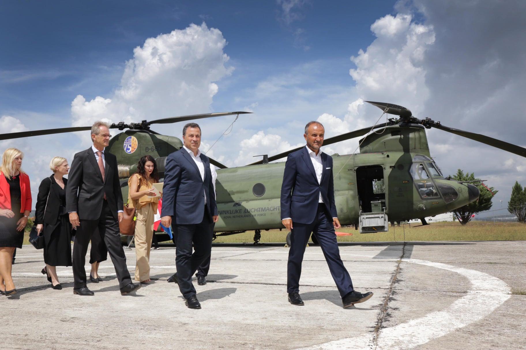 Pas shuarjes së flakëve, largohen nga Shqipëria helikopterët çekë dhe holandezë