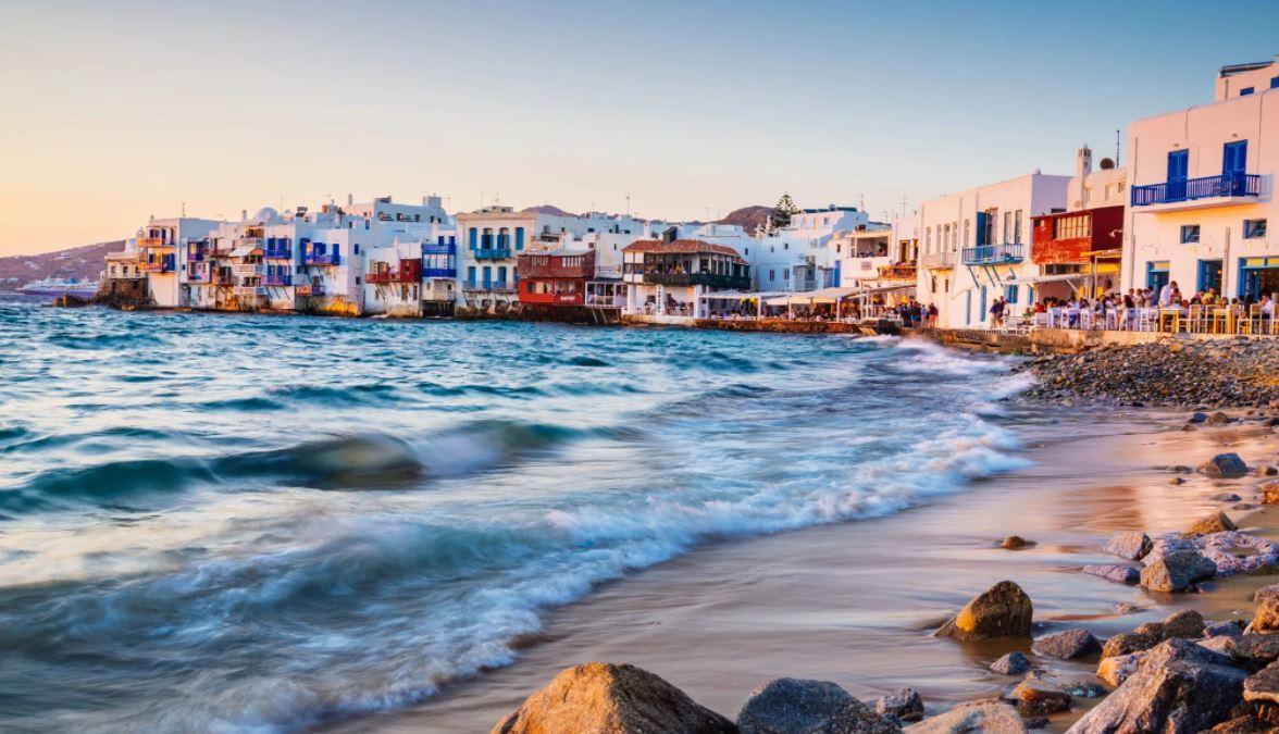 Në Mykonos karantina gjatë muajit gusht do të bëhet në dhomat e hoteleve me 5 yje