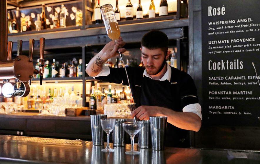 Studimi: Ekziston një lidhje mes konsumimit të alkoolit dhe 11 llojeve të ndryshme të kancerit