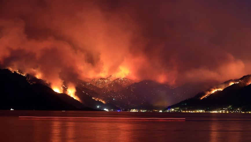 98 zjarre masive nën kontroll, të paktën 6 viktima në Turqi