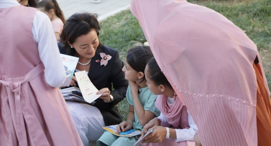 Yuri Kim visits Afghans in Albania