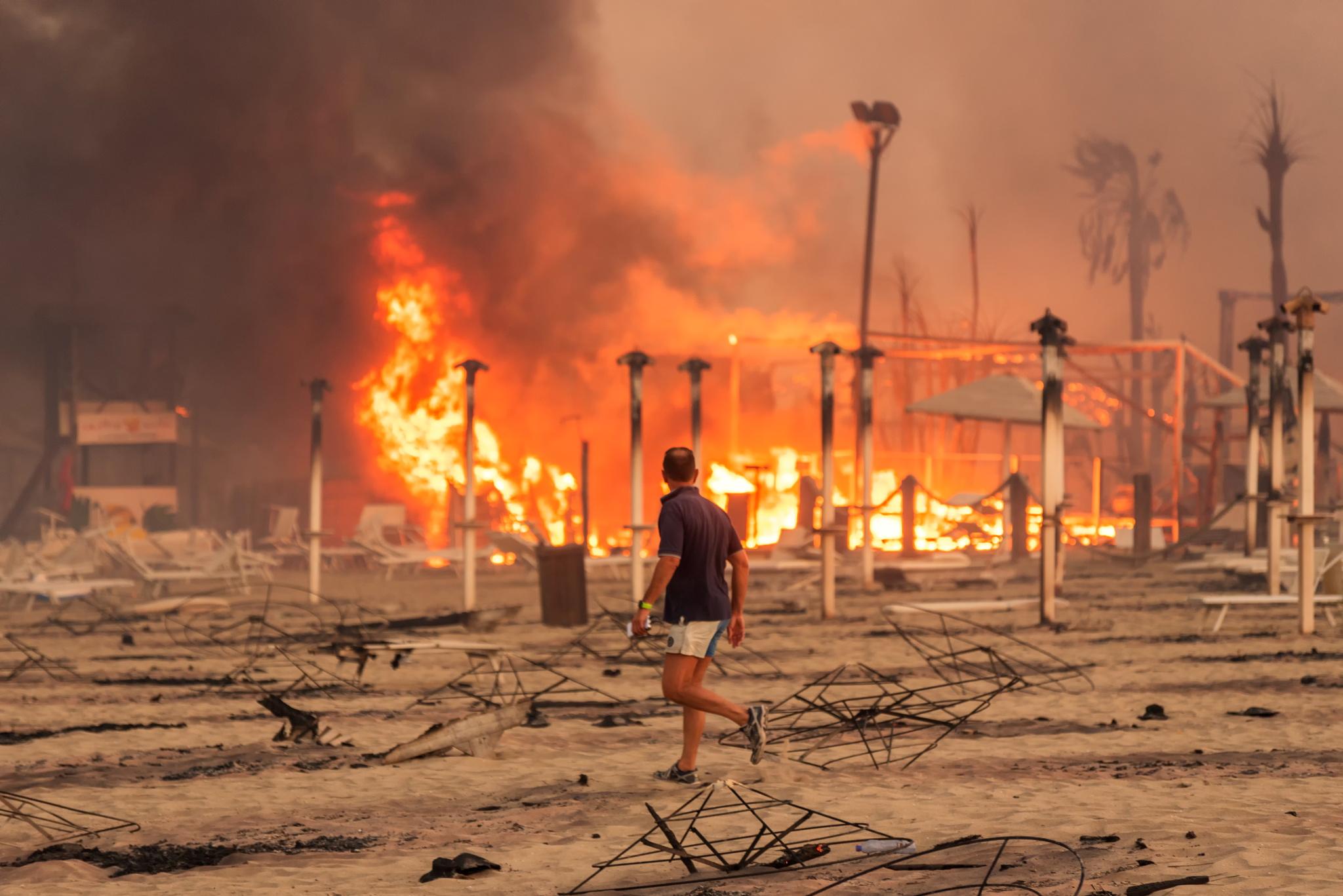 Zjarret në Itali, Draghi nënshkruan dekret për mobilizim kombëtar