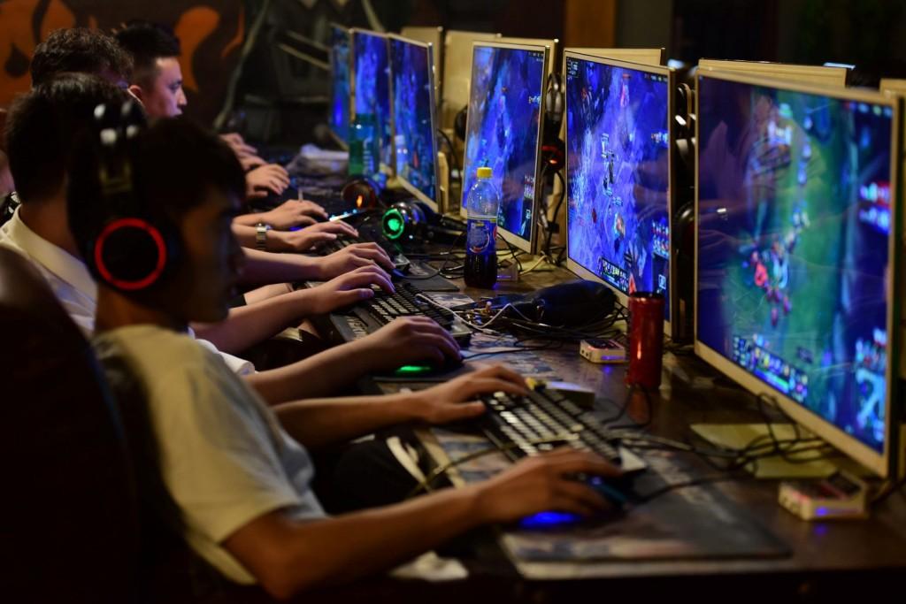 Kina vendos rregulla të reja për lojërat në internet: Të miturit do të lejohen deri në 3 orë në javë