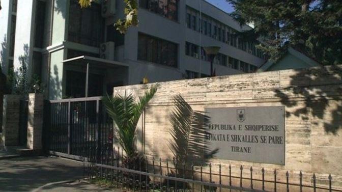I akuzuar për korrupsion e shpërdorim detyre, lihet në burg efektivi i policisë në Tiranë