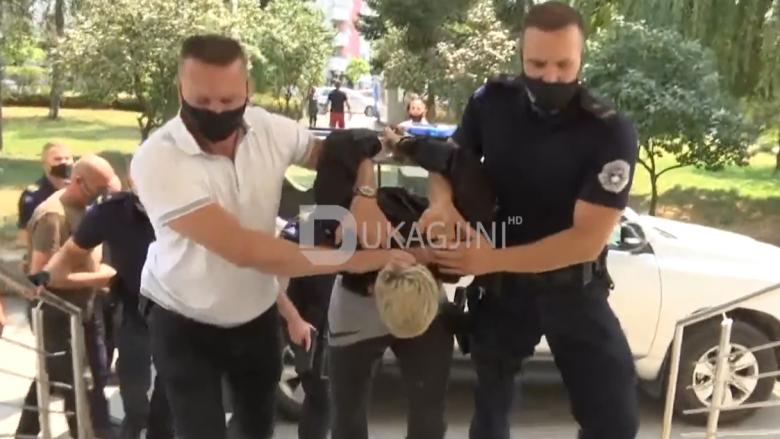 Pamje e arrestimit të Dardan Krivaqes, akuzohet për vrasjen e 18-vjeçares në Ferizaj