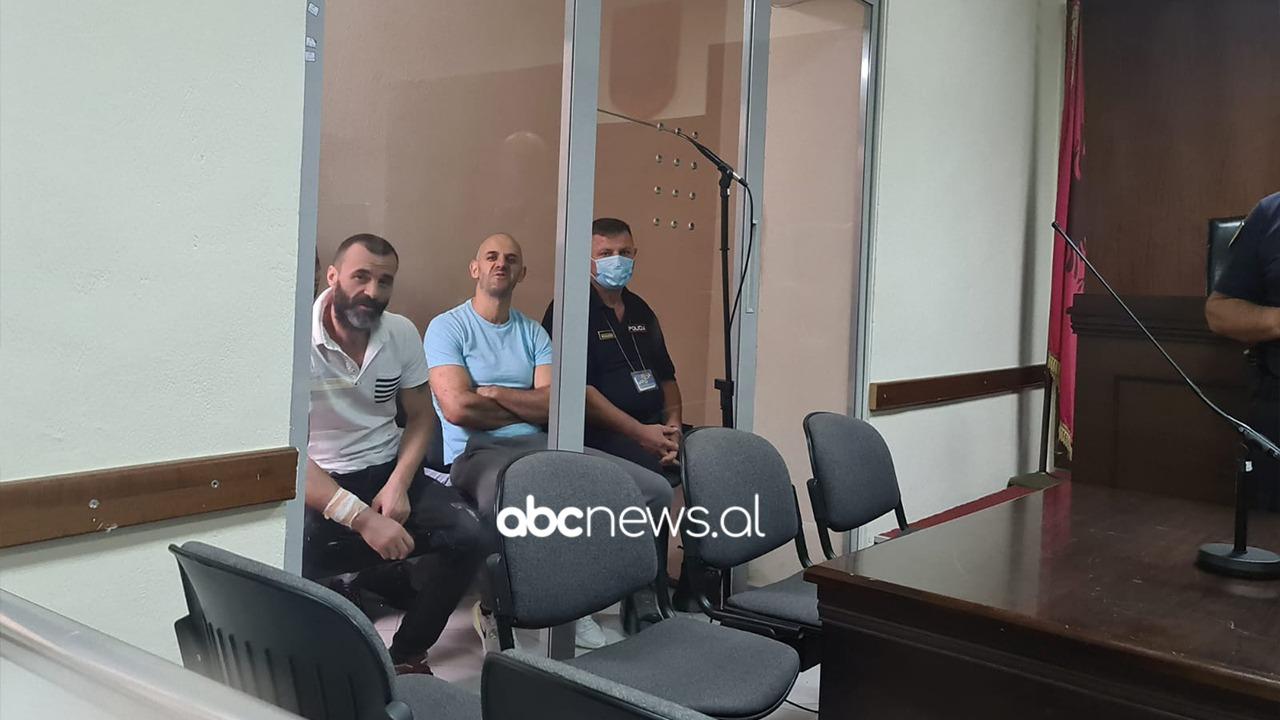 Dështoi plani i arratisjes, Çekaj duke qeshur dhe Çepele me krah të fashuar dalin para gjykatës