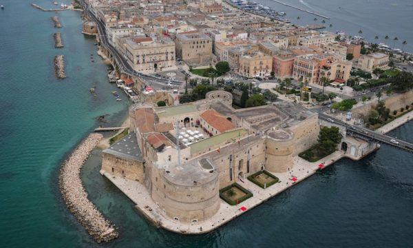 Njihuni me qytetin mes dy deteve