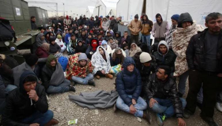 Zvicra ndalon hyrjen e refugjatëve në vend direkt nga Afganistani