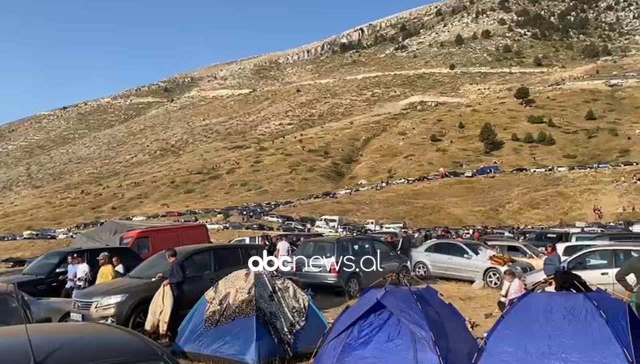 Pelegrinazhi në Malin e Tomorrit, qarkullimi i makinave i bllokuar prej më shumë se 8 orësh