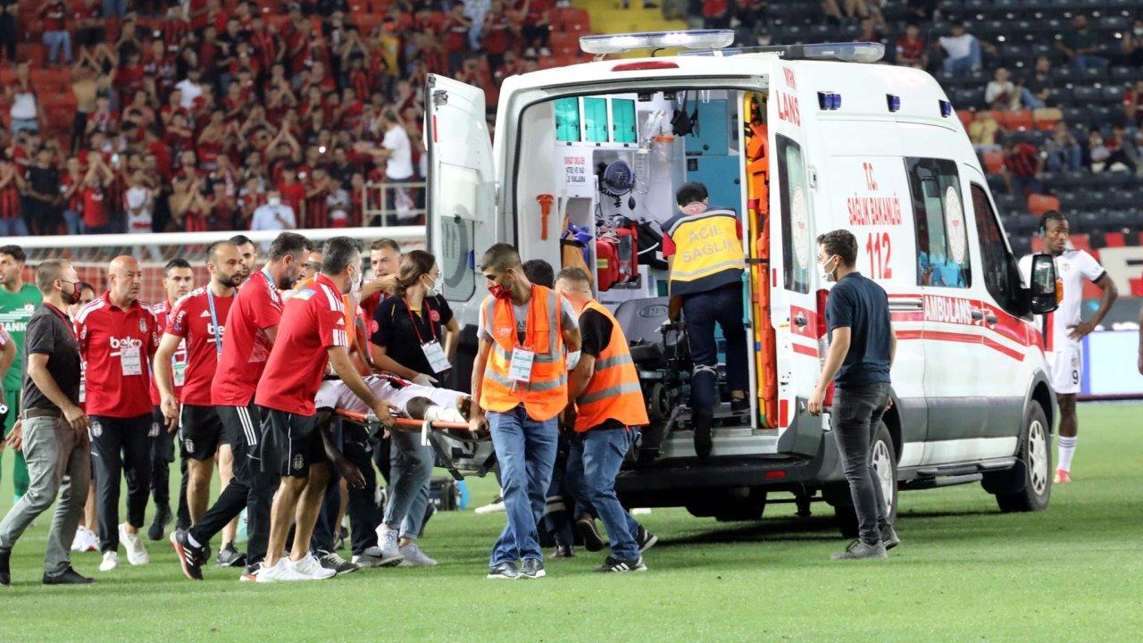 U rrëzua në fushë dhe e dërguan me ambulancë në spital, Besiktas tregon gjendjen e N'Sakala