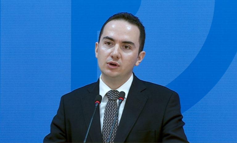 Porosia e Bashës, Salianji takon demokratët në Korçë