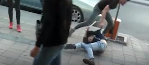 Sherr në Lushnje, 5 të rinjtë bëhen bashkë dhe rrahin 26-vjeçarin me grushte e dorezë hekuri