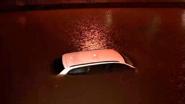 """Lubjana nën ujë, reshjet e shiut """"paralizojnë"""" lëvizjen"""