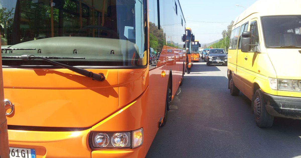 """Prishet autobusi, bllokohet kalimi në """"Misto Mame"""""""