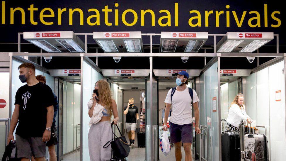 """Shpërthimi i variantit """"Delta"""", mbi 300 mijë persona shkelën karantinën në Britani"""