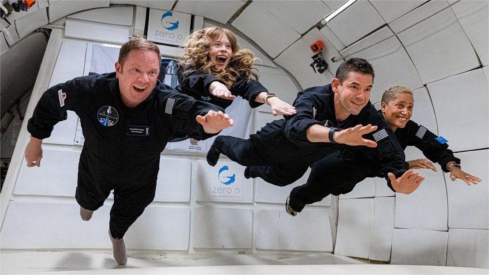 """""""Astronautët amatorë"""" dhe miliarderi amerikan nisen drejt hapësirës"""