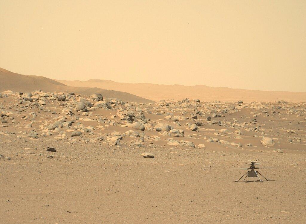 Pas gjashtë muajsh në Mars, helikopteri i vogël i NASA -s është ende duke fluturuar lart