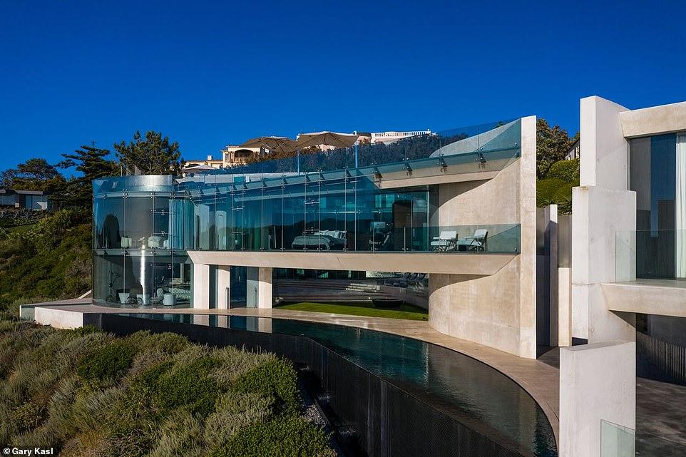 Shtëpia më moderne në botë (dhe më e çuditshme) i përket këngëtares së famshme