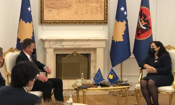 Osmani pret në takim të dërgaurin e BE-së, Lajçak