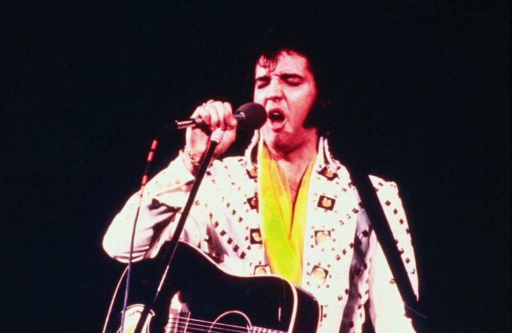 Kostumi dhe pelerina ikonike e Elvis Presleyt dalin në ankand