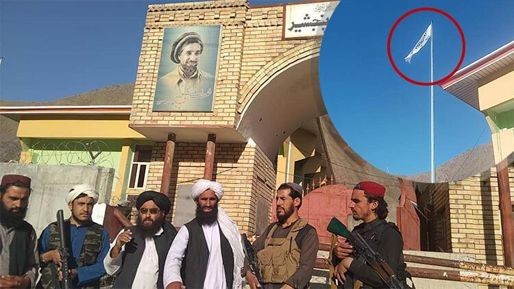 Talebanët ngrenë flamurin, kjo foto ka tronditur botën