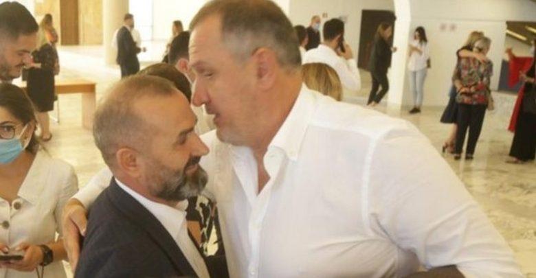 FOTO/ U bë ministër Drejtësie, Ilir Beqaj përqafon Ulsi Manjën, Braçe e Majko largohen në heshtje