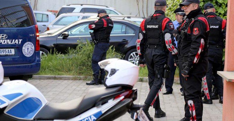 Antidroga godet në Elbasan, arrestohen 10 trafikantë, u bllokohet kokainë, kanabis e makina