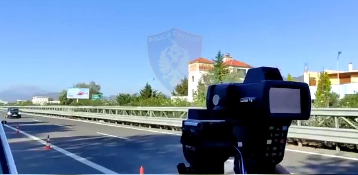 Deri në 180 km/h në Baypass-in e Fierit, policia vendos qindra gjoba gjatë fundjavës, pezullohen 29 patenta